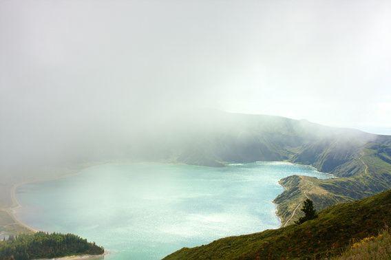 Nieuw in mijn Werk aan de Muur shop: Kratermeer in de wolken