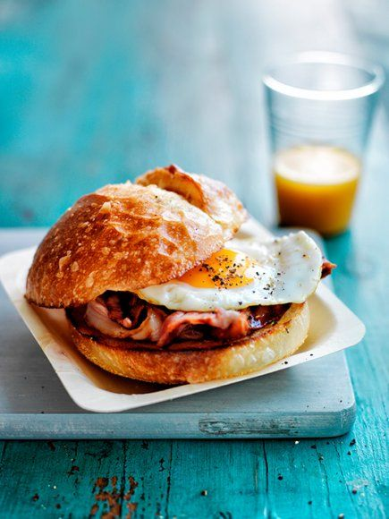 ... Bacon Eggs, Healthy Food Photography, Recipe Burgers, Bacon Sandwiches