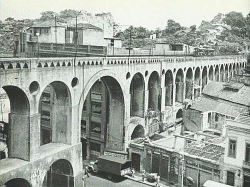 Os arcos. Reparem o vão central que foi aberto. Hoje ele não existe mais. Final dos anos '50