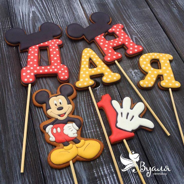 У меня Микки Маусов много не бывает . Вот ещё один для малыша Дани на его первый день рождения   #имбирноепеченье #имбирныепряники #топпер #торт #mickeymouse