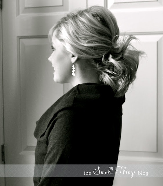 messy bumped ponytail- I LOVE this lady's blog! She has so many hair tutorials! Very helpful! Check her out!