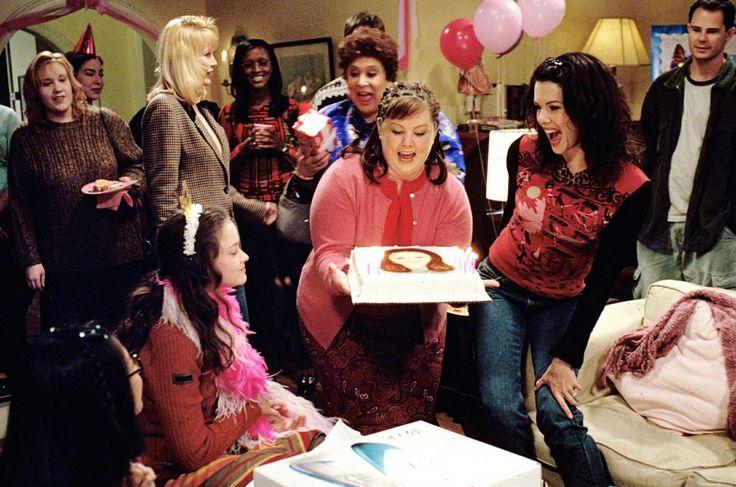 Kulturforbrugere. 'Gilmore Girls' udspiller sig i den fiktive by Stars Hollow, hvor alle kender alle. Byen er fyldt med farverige karakterer, men tv-serien handler primært om mor og datter - Lorelai og Rory. Foto: fra serien/Warner Bros