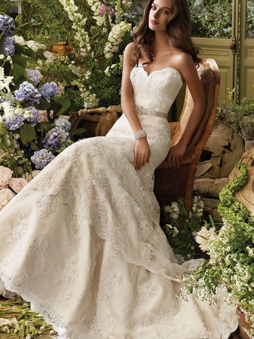 lace strapless sweetheart wedding dress with elongated bodice and scalloped tiered skirt (lace wedding dresses,strapless,wedding dresses,fashion,sweetheart,elongated bodice,tiered skir)