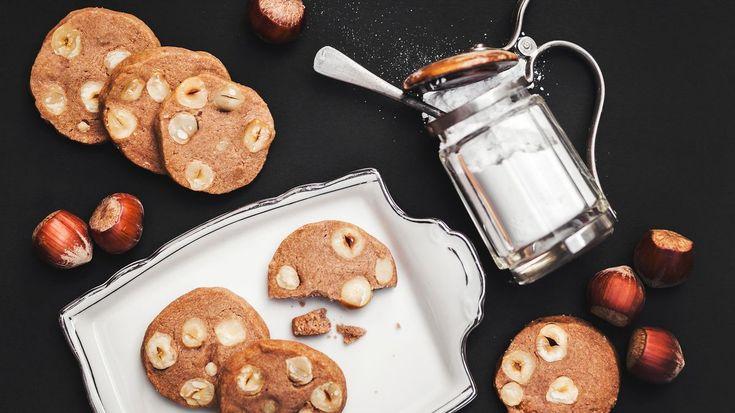 Masarykovo vánoční cukroví chutná jako nostalgická vzpomínka na první republiku – křehké máslové těsto vás spolu s křupavými lískovými oříšky rázem přenese do těchto noblesnějších časů.