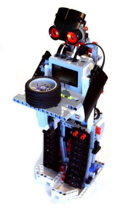 A simple tea serving robot, made with LEGO MINDSTORMS EV3 Edu kit.