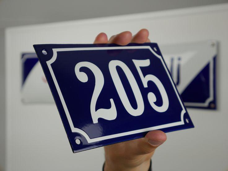 Husnummer i emalj 20 x 12 cm koboltblå och vit