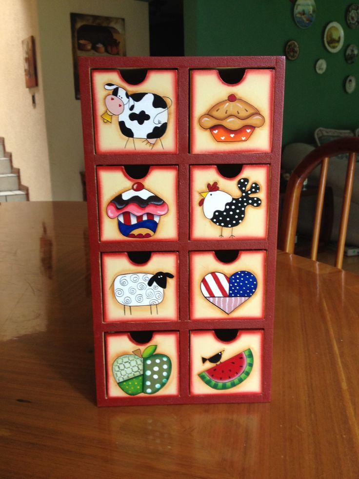 Caja para te vertical con 8 cajones en pintura country