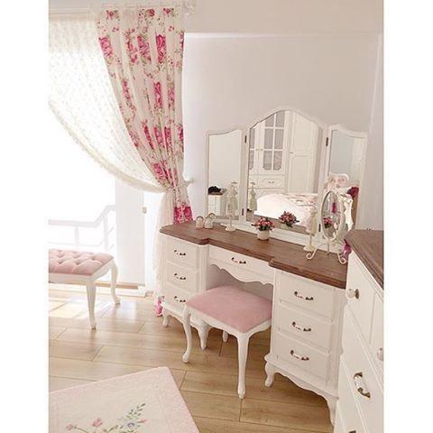 Harika makyaj masası  En güzel mobilya resimleri ve en güzel dekorasyon ürünleri Mobilyalarimcom'da. Sevdiğiniz insanları etiketleyerek yorumlarda paylaşarak ailemizin büyümesine ve onlarında bu harika ürünleri görmesine yardımcı olun.  @mobilyalarimcom  #mobilya #evdekorasyonu #dekorasyon #mobilyadekorasyon #furniture #dekorasyonfikirleri #fashion #blogger #style #design #interiordesign #decoration #homedecor #mobilyalarimcom #follow #moda #insta #instagood #lifestyle #tagsforlikes #nature…