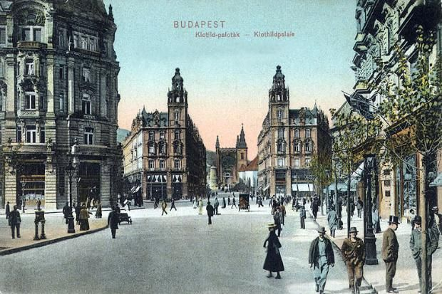 Vintage postcard from 1909. Klotild palaces and the Ferenciek tere (Square of the Franciscans)