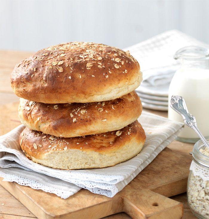 Hembakat är godast! Det här är ett recept på bröd som alla älskar, som en rågkaka men godare.