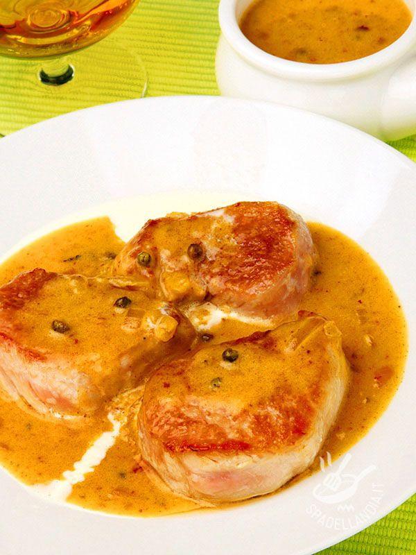 I Medaglioni di maiale al Cognac e pepe verde regaleranno una grande soddisfazione a tutti. Appetitosi e profumati, molto raffinati all'occorrenza.