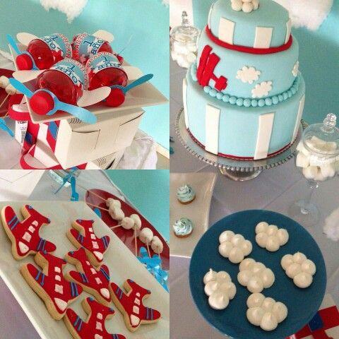 1er. Cumpleaños Baby Sebasthian / tematica aviones / aeroplano / airplane theme birthday / dessert table / mesa de dulces / treats table / handmade / equipaje / luggage / cake / pastel / cookies / galletitas / clouds / nubes / shybby pop / galletitas nubes /