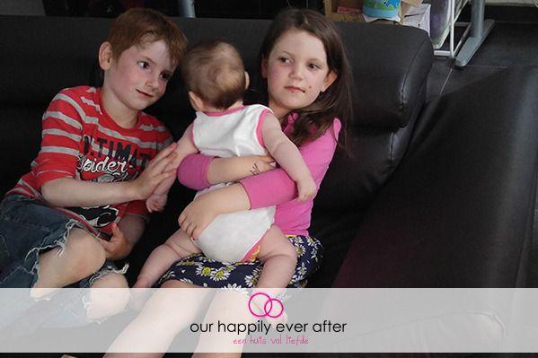 Anna is al enkele dagen 4 maanden oud! https://ourhappilyeverafter.be/baby-4-maanden/ #ontwikkeling #baby #mama