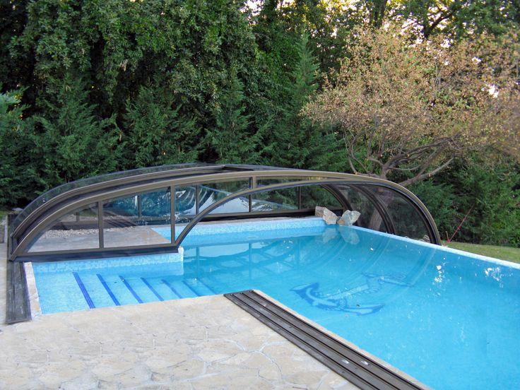Posuvné zastřešení bazénu COMBI pohodlně zakryje i nepravidelný bazén.