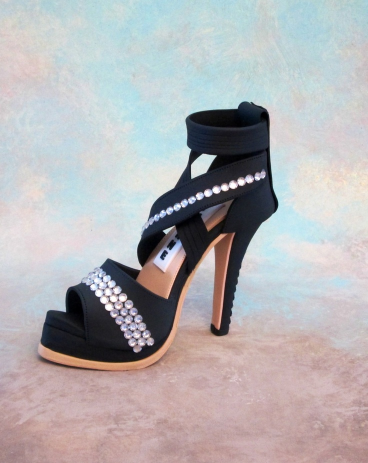 gumpaste shoe | Fondant /gumpaste shoe cake topper by cakedreamsbyiris on Etsy