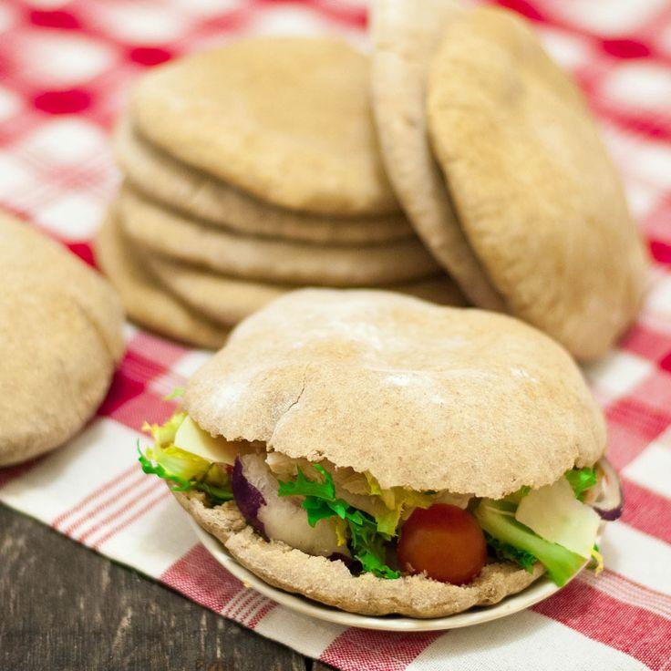 Pitabröd med grahamsmjöl är både nyttigare och godare.