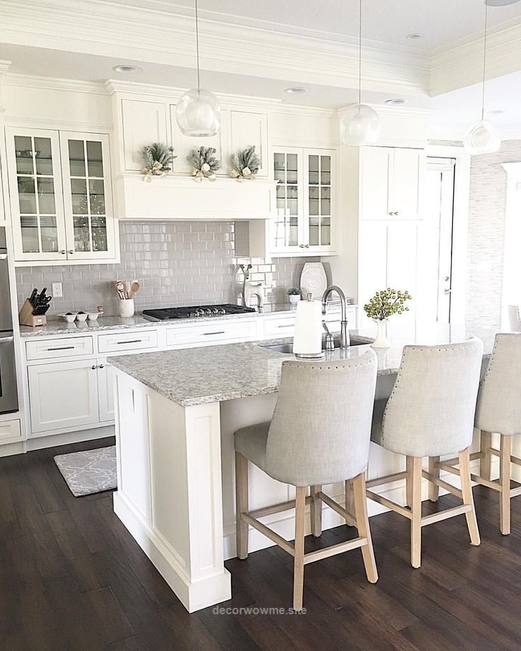 Wonderful @carolineondesign White kitchen shaker cabinets with grey subway tile backsplash. Glass front cabinets. Neutral Christmas decor. The post @carolineondesign White kitchen shaker cabine ..