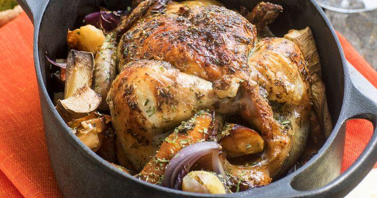 Helstekt kyckling med gräddsås och pressgurka – recept