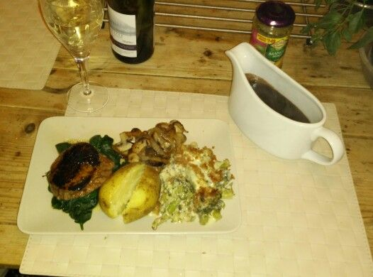 Fillet Steak with Broccoli Gratin & a red wine reduction.