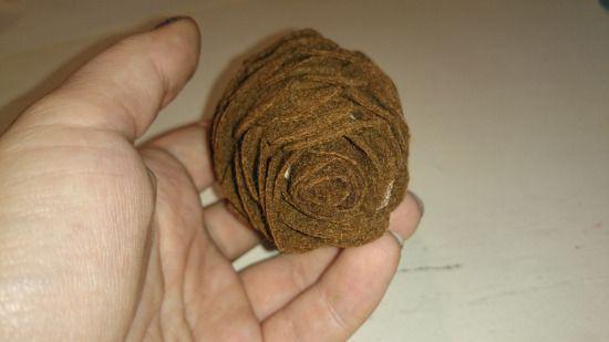 Lav hjemmelavet grankogle i filt.
