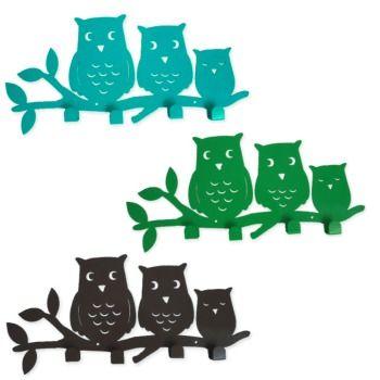 Een familie uilen als kapstok.Leuk in de kinderkamer of in de gang, om juweeltjes of jassen aan op te hangen.  Momenteel verkrijgbaar in geel of groen.