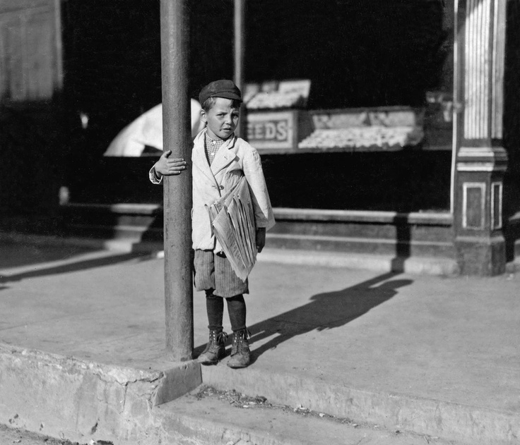 """""""Six year old Tony gets up at 5 AM daily to sell newspapers. He is a regular beggar. P-l-e-a-s-e buy me papers"""", Beaumont, Texas, 1913, photo: Lewis Hine (1874-1940) ❤️"""