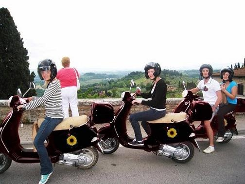 Touring Tuscany on a Vespa! | Guided tour in Florence | Select Italy