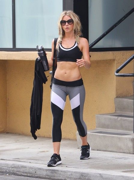 Julianne Hough Photos - TV Personality Julianne Hough is seen leaving Tracy Anderson Studios in Studio City, California on July 6 2016. She left the gym in a black sports bra with color-blocked leggings. - Julianne Hough Works Out In Studio City
