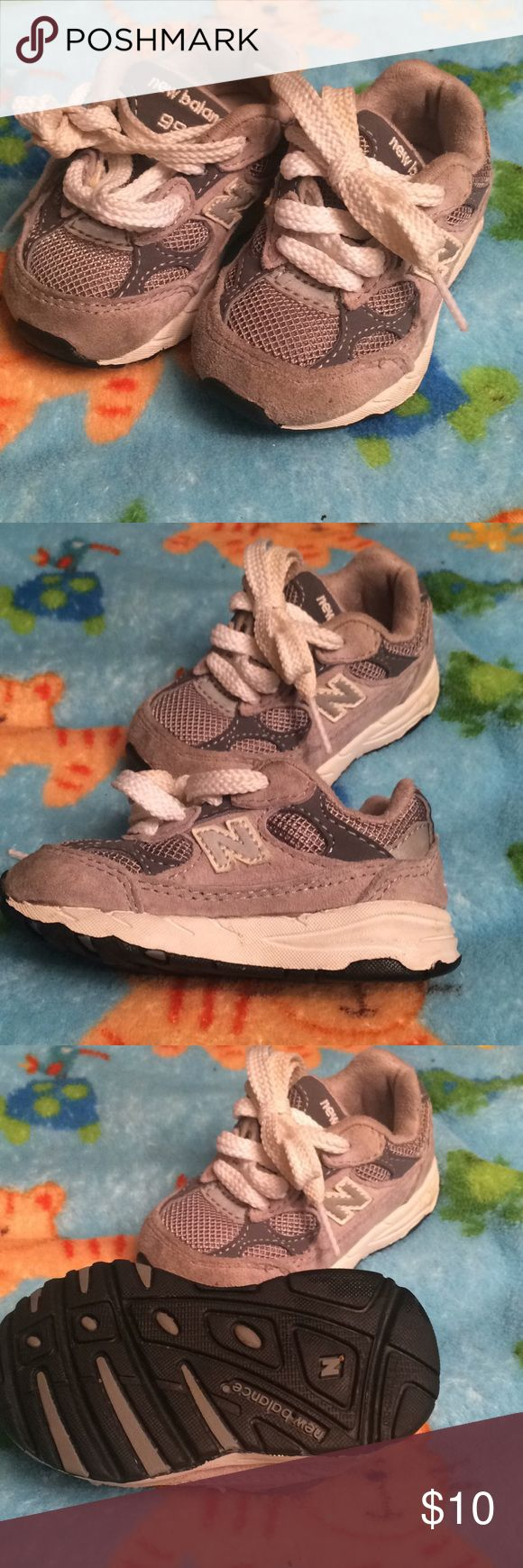 New Balance 992 Toddler Shoes Size 4. Grey and white New Balance Shoes Sneakers