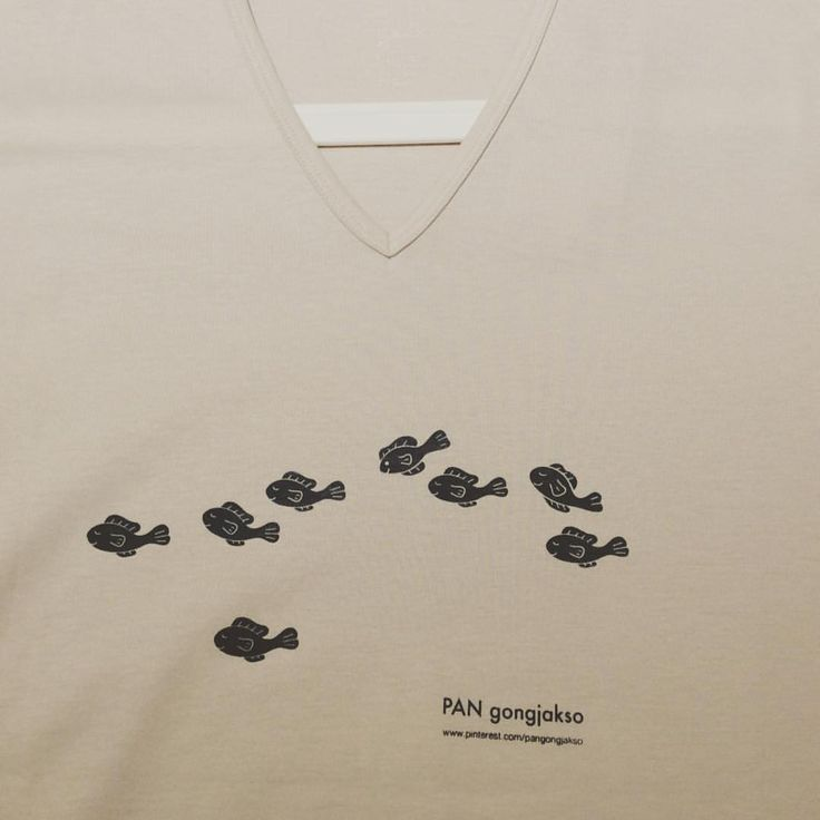 """""""공작소 티셔츠. 입던 티셔츠에도 찍어보아요~ #판화 #공방 #판공작소 #판화작업실 #실크스크린 #printmaking #screenprinting #silkscreen #PanGongjakso"""""""