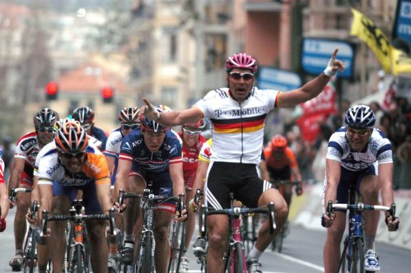 It's that classic 'oops' moment as Oscar Freire beats Erik Zabel on the line at Milan-San Remo in 2004