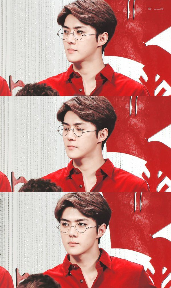 Sehun with glasses is something super handsome. I'm sorry but it reminds me of one of those hot nerd anime boys. I can't be the only one, right? x3