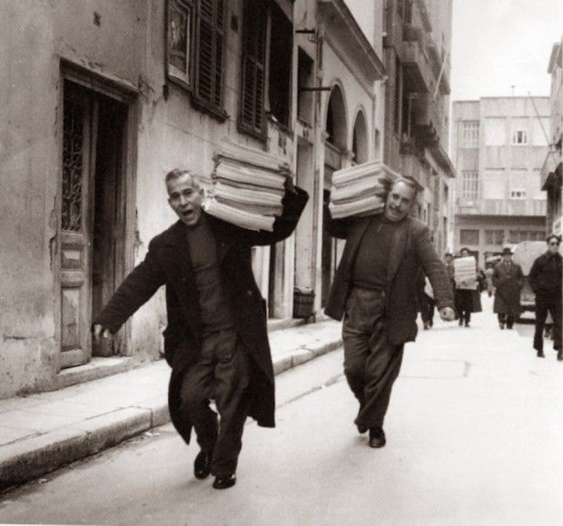 Newspaper men on their way to the busy Athenian streets where they would sell the printed issues. Athens in the '50s | #visitGreece #greeklife #Greece
