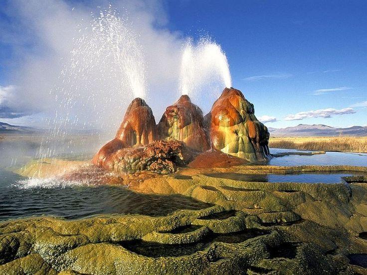 Пустыня Блэк Рок в штате Невада. В этой пустыне встречаются многочисленные вулканические и геотермальные образования.