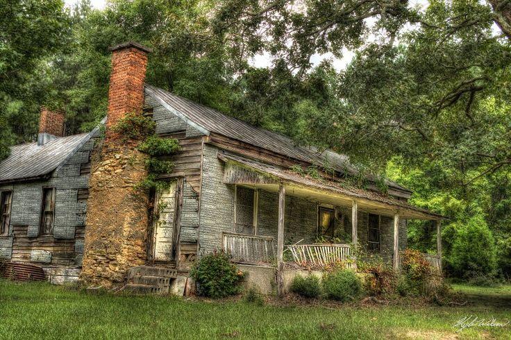 Forsaken and abandoned home in rural North Carolina.