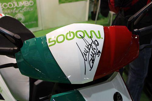 Lo scooter elettrico EcoJumbo 5000 al Litio con Niccolò Canepa all'Eicma di Milano 2013.