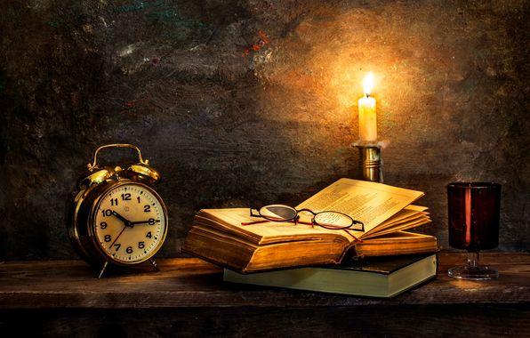 Обои на мобильный телефон time to turn in, часы, старые книги, свеча, раздел - скачать