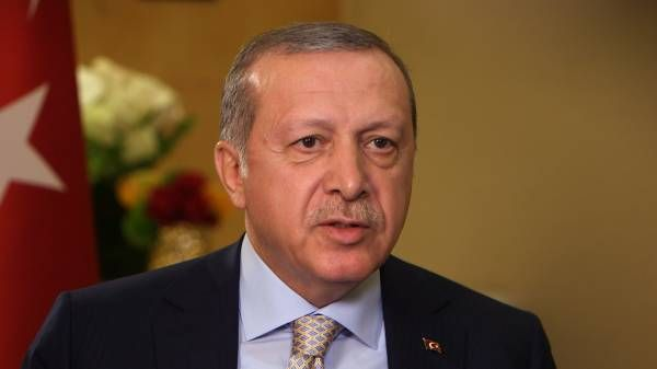 В Нью-Йорке во время выступления президента Турции Эрдогана завязалась драка http://actualnews.org/exclusive/200462-v-nyu-yorke-vo-vremya-vystupleniya-prezidenta-turcii-zavyazalas-draka.html  В Нью-Йорке во время выступления президента Турции Реджепа Эрдогана перед членами турецкой диаспоры сторонники и противники политика устроили драку. Инцидент, начавшийся после выкрика «Террорист!», произошел в отеле «Марриотт Маркис» на Таймс Сквер.
