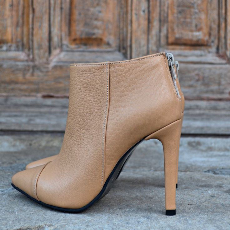 #the5thelementshoes #rosettishowroom #nude #leather #ankle #boots #fallwinter #holiday #gift