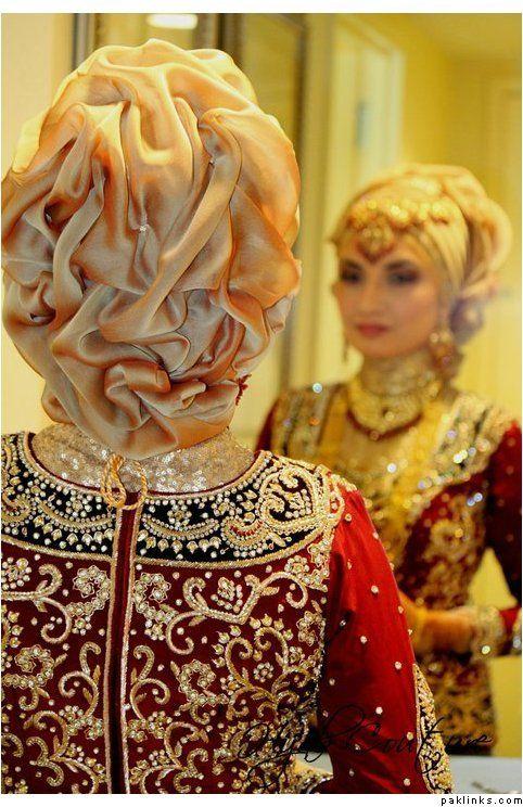 Maroon, Black & Gold.. marvalous work http://weddinghallislamabad.pk