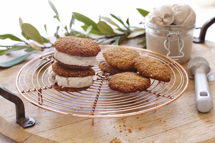 As a proud Aussie-owned company, we have to say we love our Anzac biscuits. Not only because they taste super delicious, but because it's a way in which we can pause and reflect on those who served our country at war.  We are delighted to be sharing this clean twist on a tasty classic, by Zara …