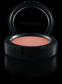 Cream Colour Base i farven shell som kan bruges over alt i ansigtet til at give en smuk glød