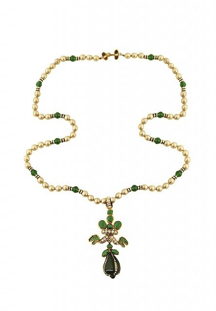507cfa63b7a854 Chanel Necklace With Green Gripoix Crystals - Vintage Voyage store ...