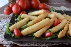 Bastoncini di pizza fritti,golosissimi e semplici da preparare.Si preparano per…