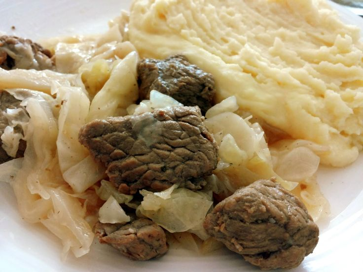 Suroviny:     500 g telacieho masa   1 cibula   1 mensia hlavka kapusty alebo kelu   trochu oleja   sol, vegeta, mleta rasca     Maso n...