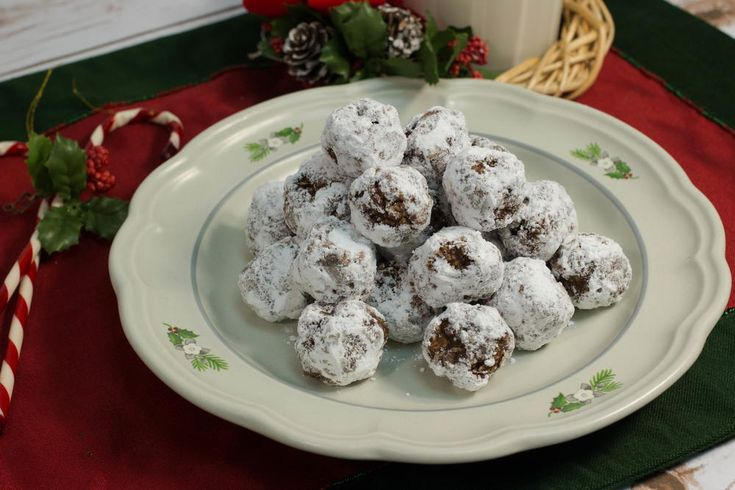 Eskimo Cookies | You don't need to turn your oven on to make this easy chocolate cookie recipe! Love this no bake dessert.