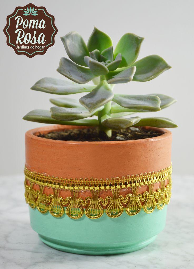 Una bonita combinacion del color verde menta con un hermoso encaje dorado .. Dale vida a tu hogar! https://www.facebook.com/pomarosajardin
