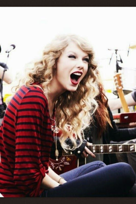Taylor Swift photo picture and HD wallpaper 2014, Taylor Swift haircut images, Taylor Swift hair style, Taylor Swift tattos. Taylor Swift style and Photo 2014. Taylor Swift profile.
