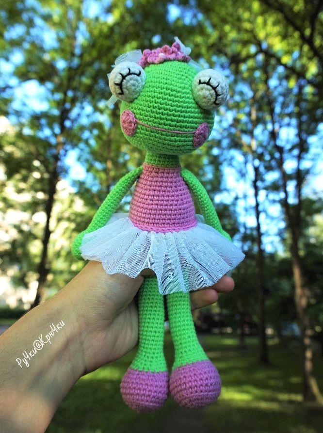 Ballerina frog amigurumi pattern