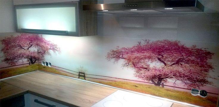 Grafické sklo v kuchyni